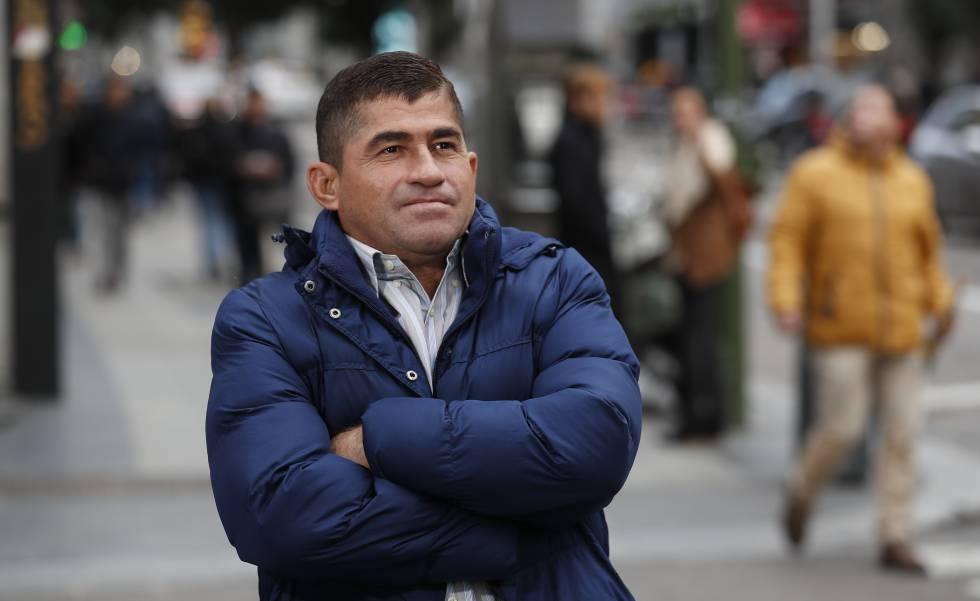 Salvador Alvarenga antes da entrevista.