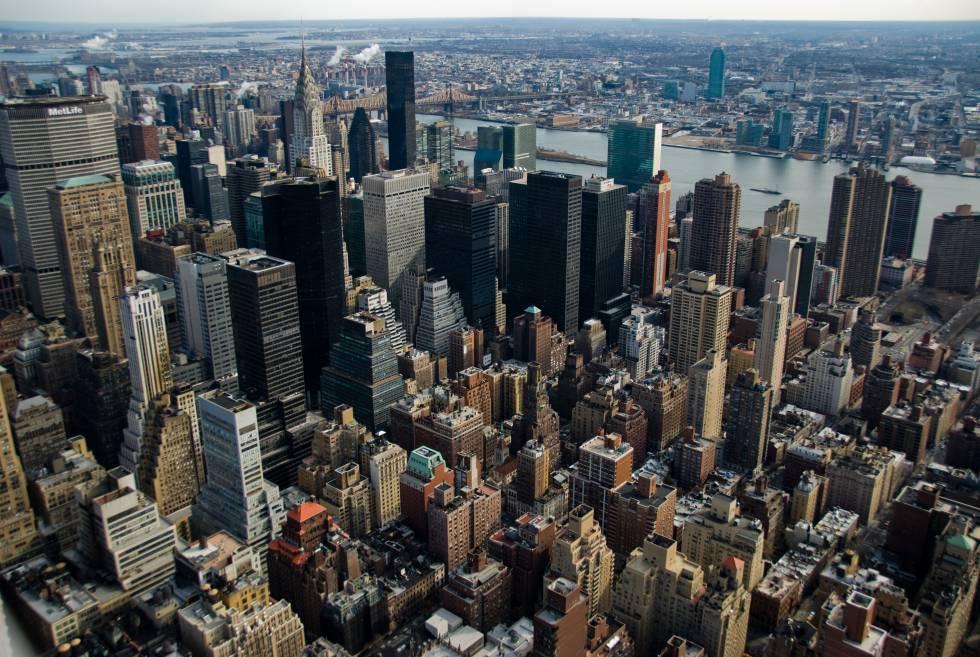 Manhattan vista do Empire State Building. / Foto de Patrick Theiner (Licença CC-BY-SA 3.0).