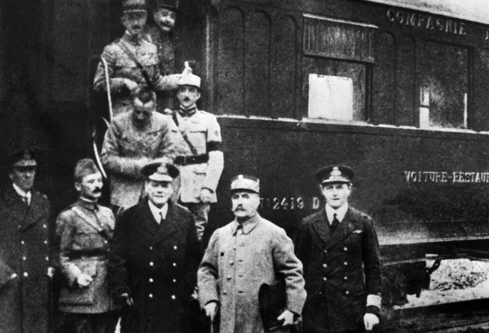 Os signatários do armistício firmado em Compiègne (França), em 11 de novembro de 1918.