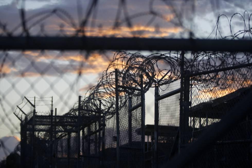 A prisão norte-americana na base militar de Guantánamo.
