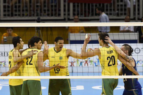 A equipe brasileira.