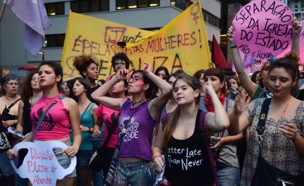 Manifestação pelo direito das mulheres ao aborto em dezembro de 2016.