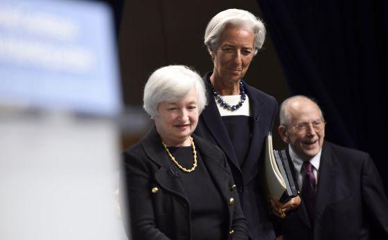 Christine Lagarde, no centro, junto a Janet Yellen e Michel Camdessus.