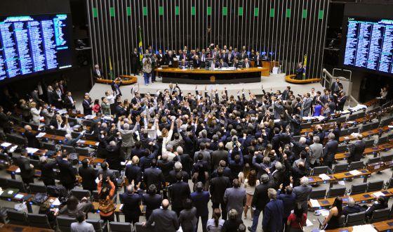 Deputados votam MP dos Portos, em maio de 2013.