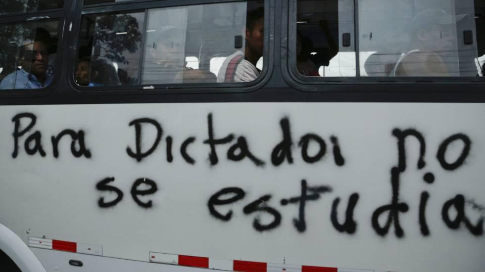 Um ônibus na cidade de Manágua.