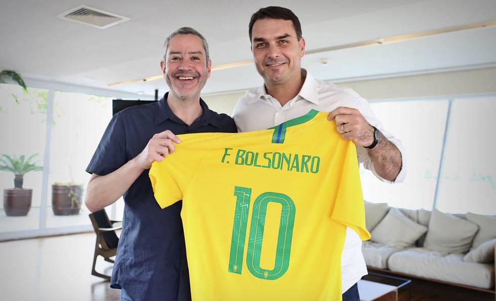 Presidente da CBF recebe o senador Flávio Bolsonaro na sede da confederação.