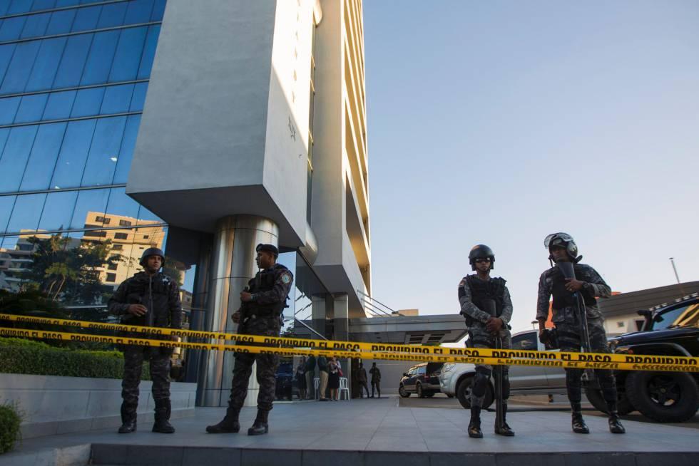 Sede dos escritórios da Odebrecht na Colômbia, fechada pela polícia local.