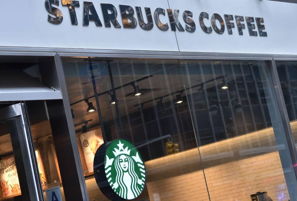 Uma unidade do Starbucks Coffee em Nova York.