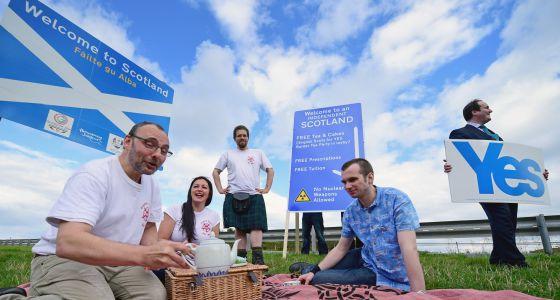 Partidários da independência da Escócia comemoram a pesquisa.