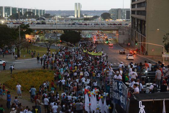 Marcha para Jesus reúne evangélicos em Brasília.