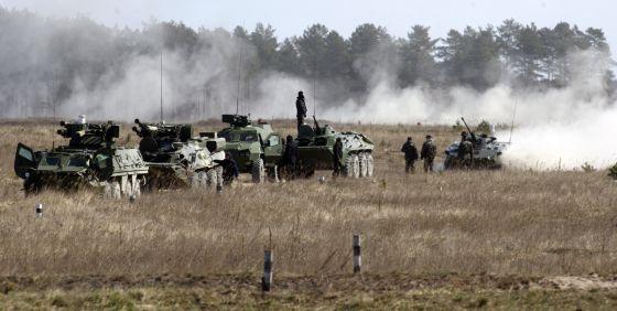 Forças ucranianas realizam exercícios militares, na quarta-feira, em Desna.