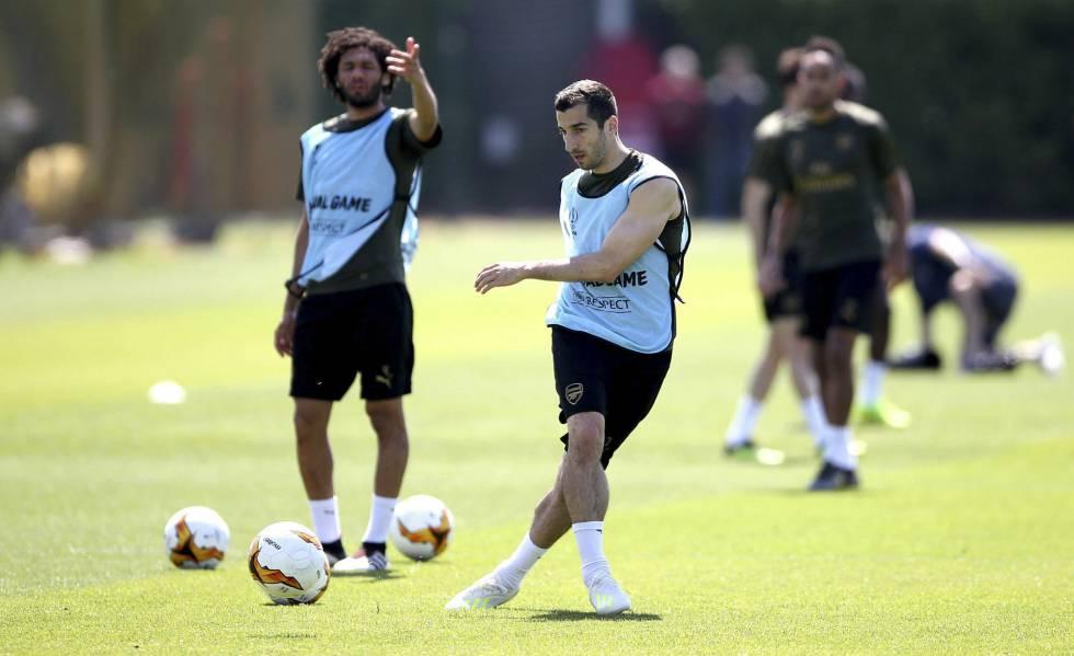 Mkhitaryan, durante um treinamento com o Arsenal.
