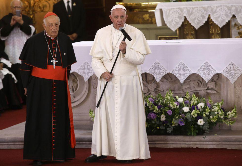 Francisco junto ao cardeal Alberto Suárez, em Morelia.