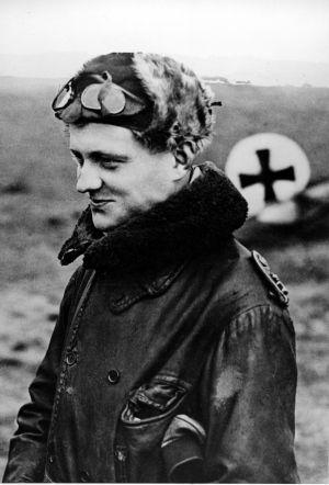 Manfred von Richthofen, o Barão Vermelho, no ano 1916.