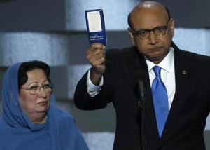 """""""Hillary Clinton estava certa quando chamou meu filho de 'o melhor da América'. Se fosse por Donald Trump, nunca teria estado na América."""""""