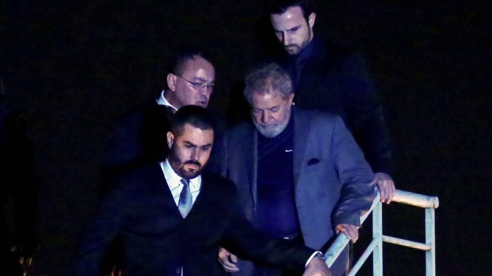 Lula chega à sede da PF em Curitiba