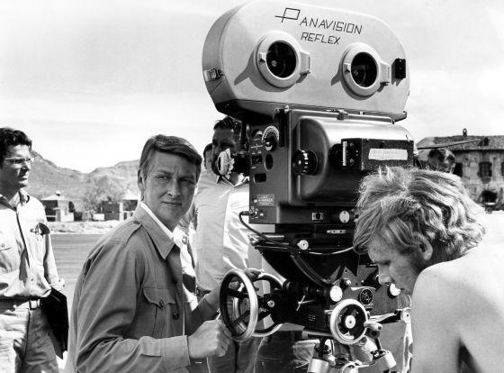 O cineasta Mike Nichols no set de 'Catch-22', em 1970.