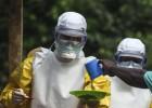 As comunidades locais, alimentadas pela falta de informação, atacam os agentes sanitários e os culpam pelo surto da doença