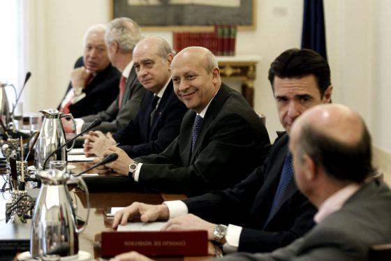 Conselho de Ministros extraordinário após a abdicação.