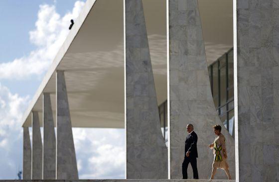 Dilma Rousseff e o vice Michel Temer no Planalto.
