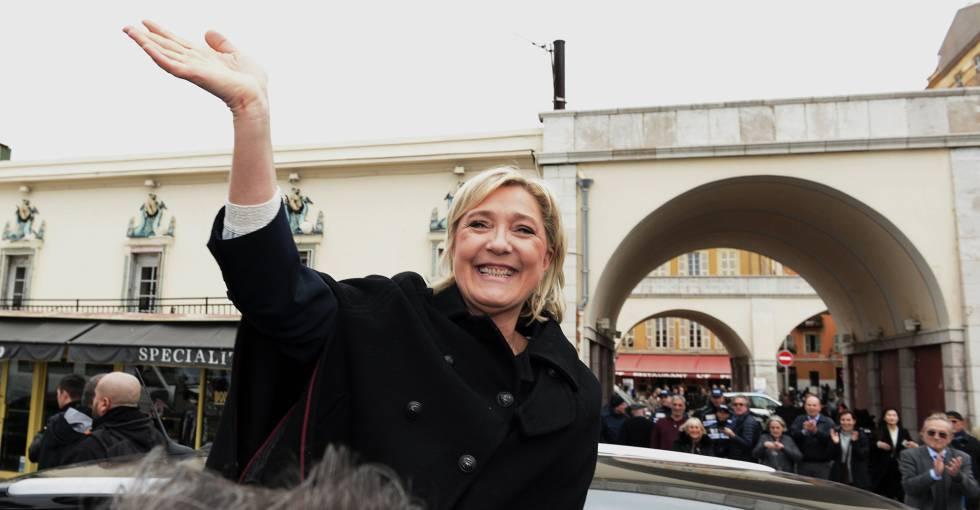 A candidata da FN, Marine Le Pen, na segunda-feira, em Nice.