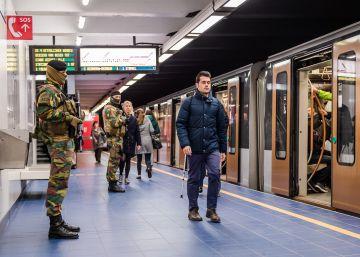 A estação opera com fortes medidas de segurança e menor afluência de passageiros