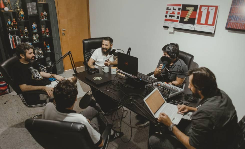 Equipe do 45 minutos grava podcast em Recife.