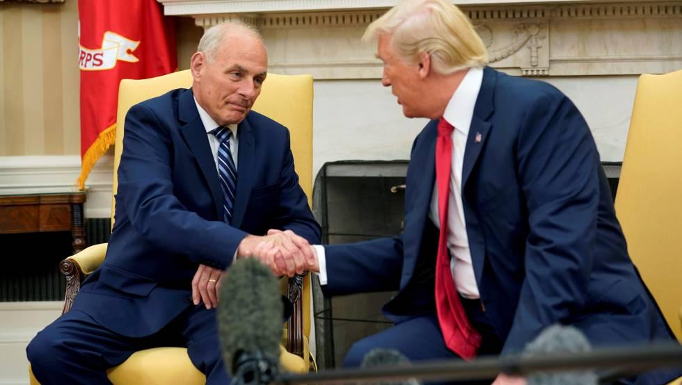 General John Kelly cumprimenta Donald Trump na semana passada.