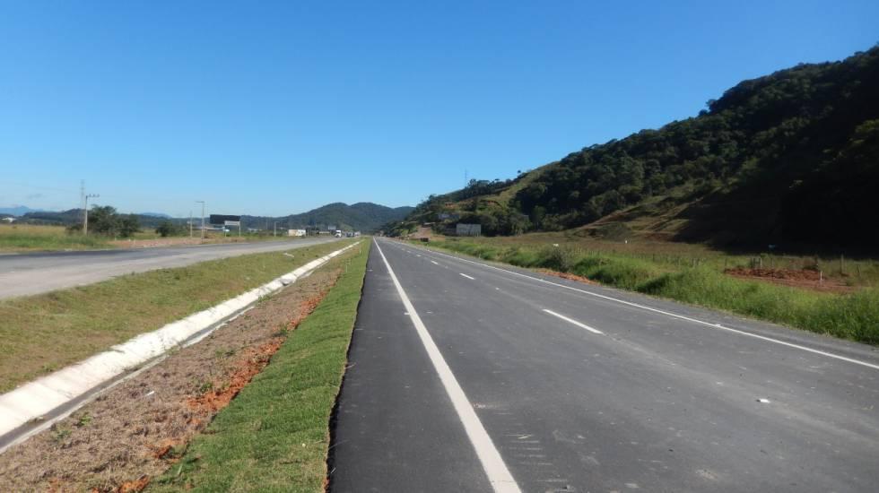 Obras na rodovia BR-470, em Santa Catarina.
