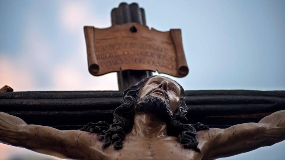 Imagem de Cristo em uma procissão na Espanha