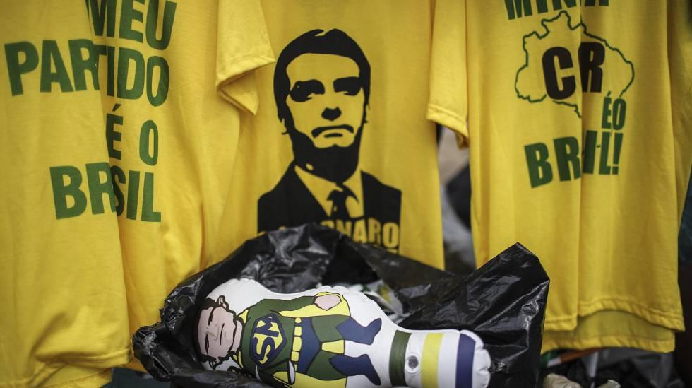 Objetos com a imagem de Bolsonaro são vendidos no Rio de Janeiro nesta quinta-feira