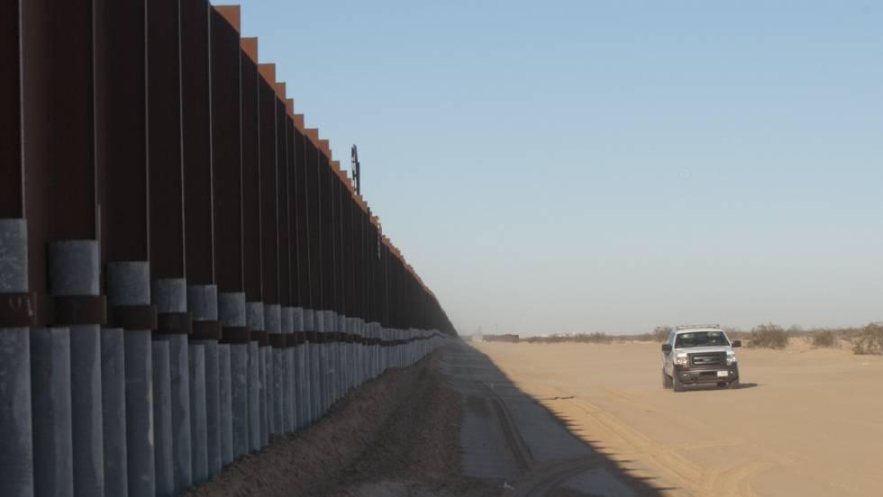 Um muro na fronteira entre o México e os EUA, em Arizona, em 27 de janeiro.