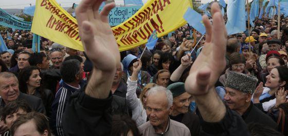 Tártaros da Crimeia se manifestam em Simferopol.