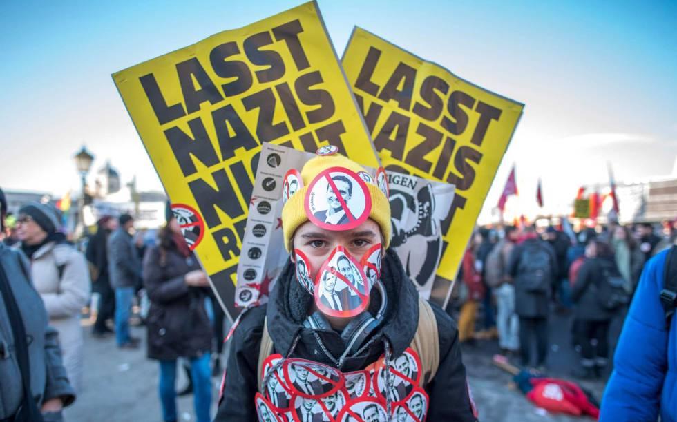 Manifestante durante o protesto em Viena contra o novo Governo austríaco