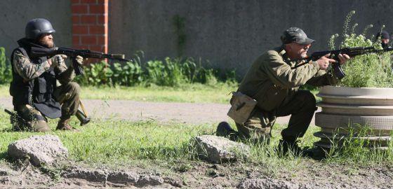Milicianos pró-russos em Donetsk.