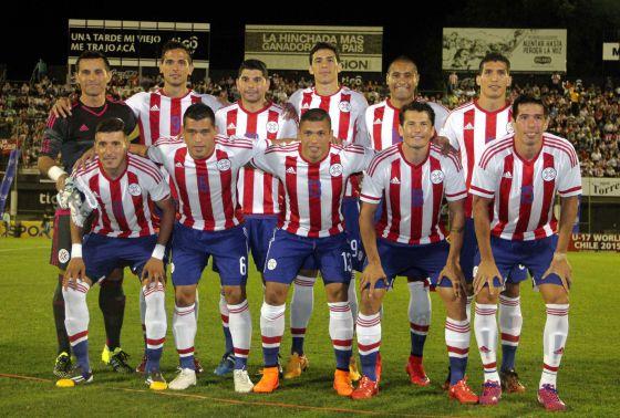 Os jogadores da seleção do Paraguai antes de amistoso.