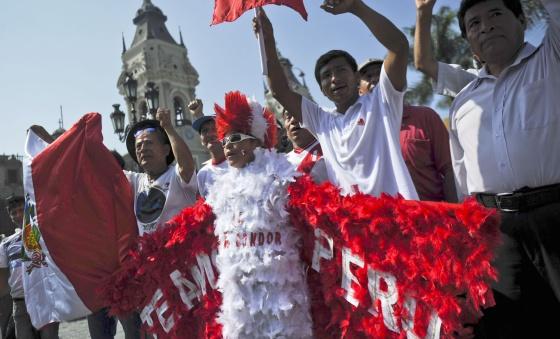 Manifestantes peruanos em Lima.