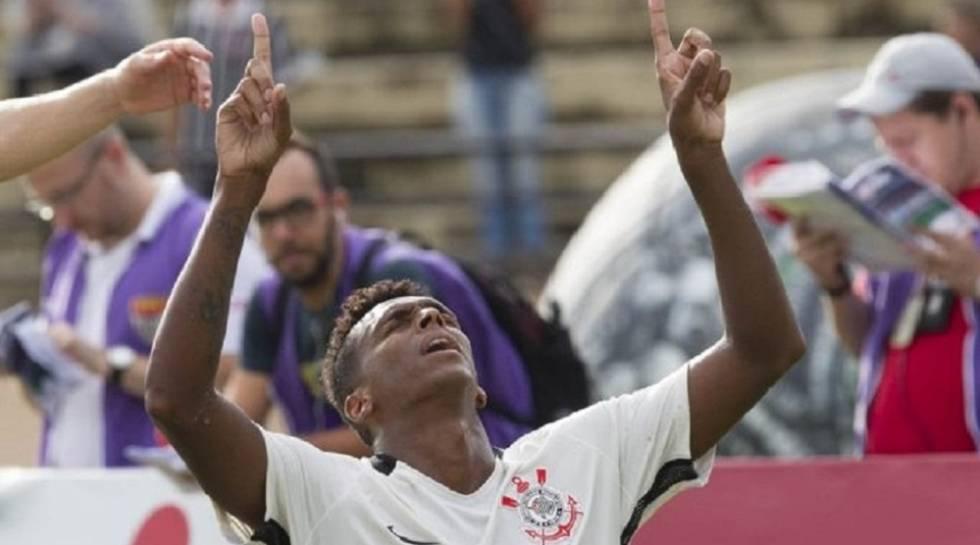 Jô marcou o gol do Dérbi.