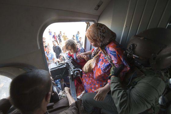 O Exército iraquiano retira mulheres e crianças de Amerli.