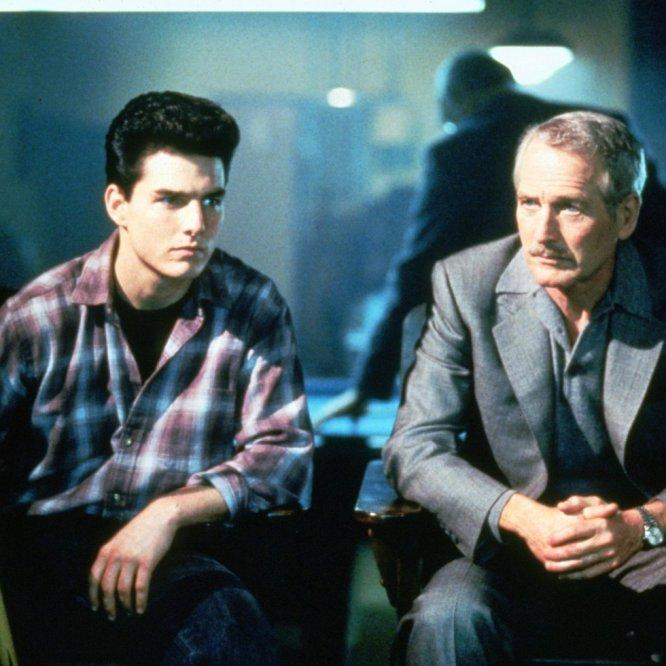 """Há estrelas que precisam se cercar de atores de terceira para brilhar. Tom Cruise não. Desde o começo de sua carreira lutou vorazmente por dividir a tela com os melhores. Longe de se encolher, cresce diante do salto mortal que é exigido para enfrentar Paul Newman, Dustin Hoffman e Jack Nicholson. O entusiasmo de Cruise é contagiante, e aprender a jogar bilhar com o mestre Paul Newman (dirigidos por Martin Scorsese) representou uma partida simbólica, na qual Newman concedeu a Cruise o titulo de """"ator favorito do planeta"""". A partir de então Cruise não quis ser outra coisa, mesmo que às vezes o título tenha engolido o ser humano que o ostenta."""