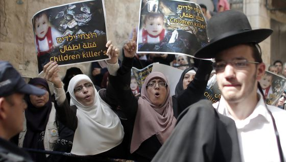 Palestinos protestaram no acesso à mesquita Al Aqsa de Jerusalém.