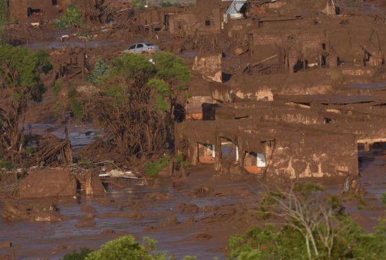 Lama deixou rastro de destruição em Bento Rodrigues.