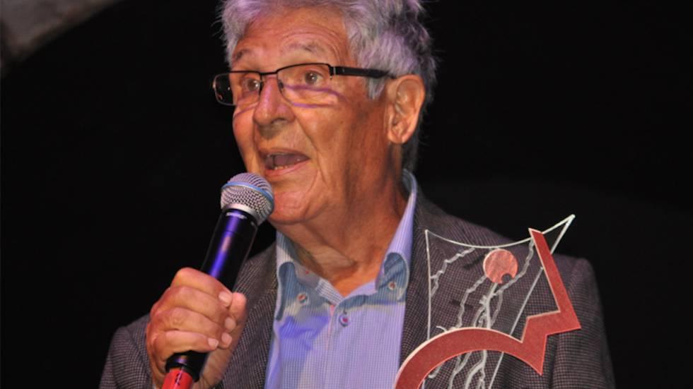 O jornalista e colunista Juan Arias ao receber o prêmio Comunique-se 2017.