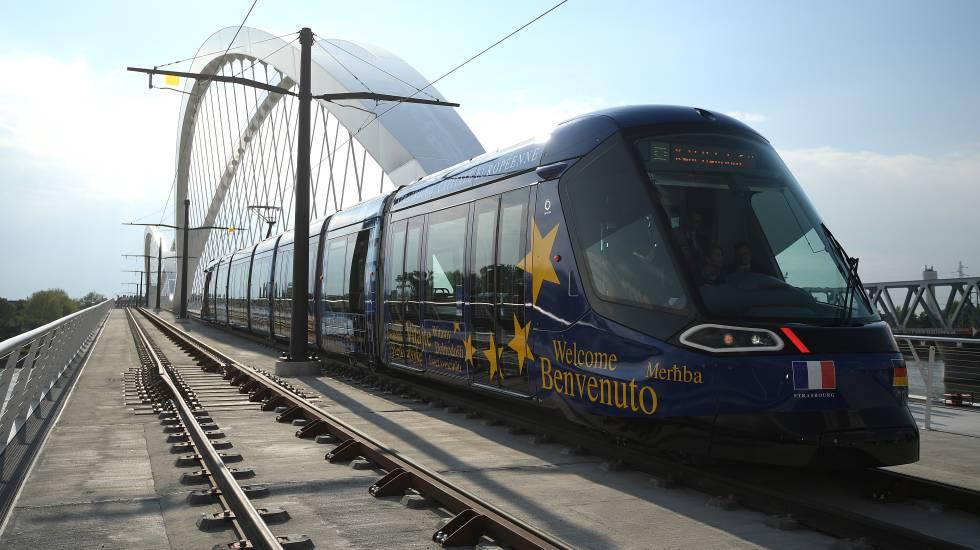 Trem que liga Estrasburgo e Kehl