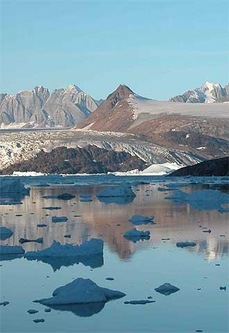 Icebergs formados por la fractura del glaciar Kangerdlussuaq (Groenlandia).