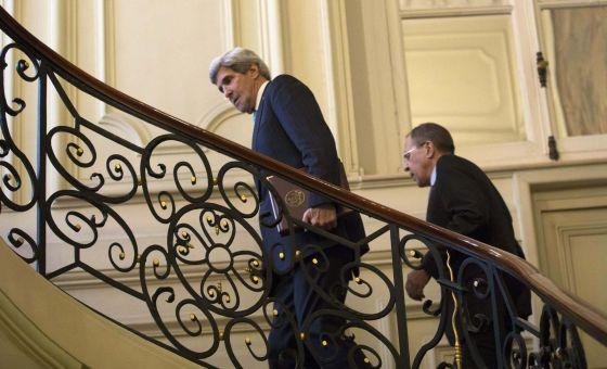 John Kerry e Serguéi Lavrov, em París.