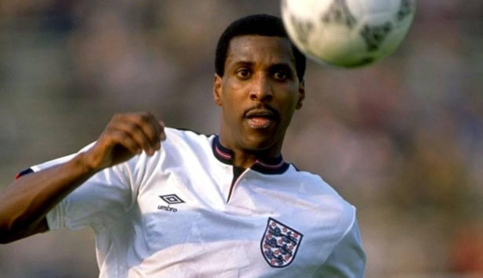 Viv Anderson em ação pela Inglaterra.