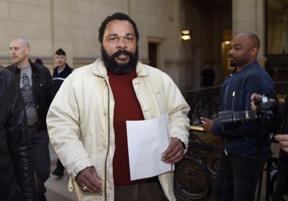 Dieudonné, em sua chegada a tribunal de Paris na quinta-feira passada.