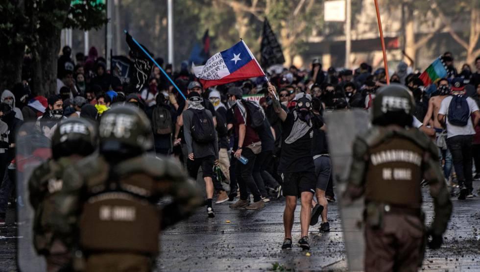 Protestas en Santiago de Chile contra la política de Sebastián Piñera, el martes, 29 de octubre.