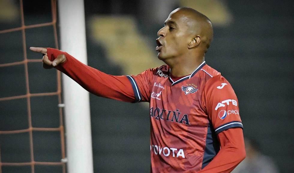 Serginho sofreu insultos racistas de torcedores na Bolívia.
